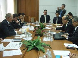 保健大臣訪問.JPGのサムネール画像